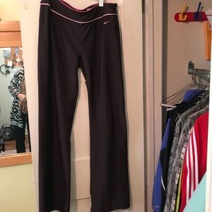 Nike Dri Fit Large brown with pink piping flare